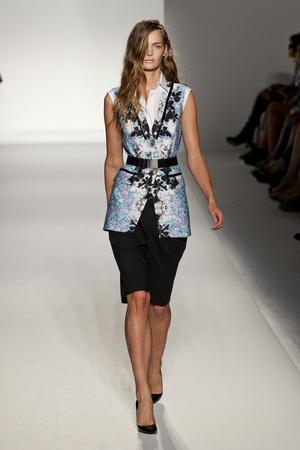 Показы мод Sportmax Весна-лето 2012 | Подиум на ELLE - Подиум - фото 1880