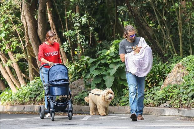 Фото дня: Ирина Шейк и Брэдли Купер с дочкой