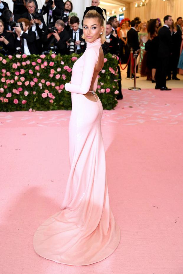 Никаких «голых» платьев, только роскошь: все супермодели на Met Gala (фото 4)