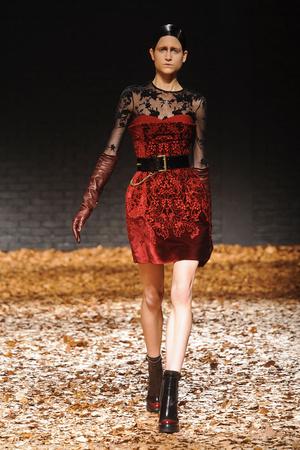 Показ McQ Alexander McQueen коллекции сезона Осень-зима 2012-2013 года Prêt-à-porter - www.elle.ru - Подиум - фото 356290
