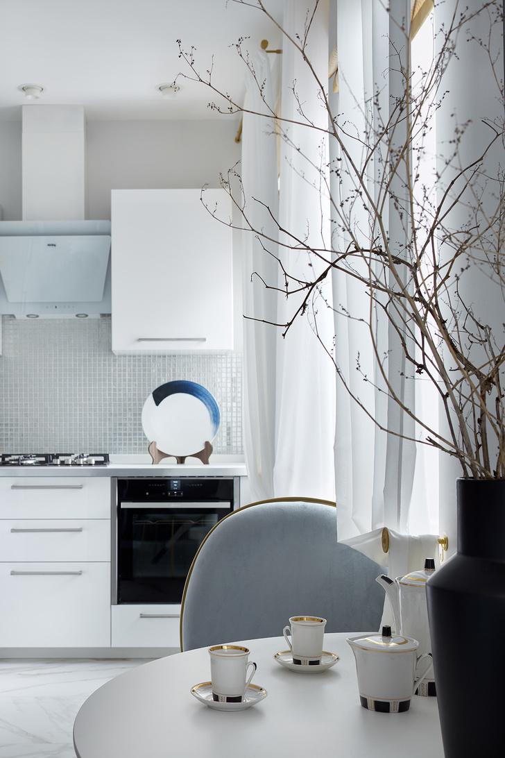Блеск на воде: квартира в стиле современной классики (фото 7)