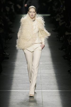 Показ Givenchy коллекции сезона Осень-зима 2009-2010 года prêt-à-porter - www.elle.ru - Подиум - фото 98454