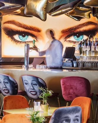 «Безумный» бар Crazy Pianos в Гааге (фото 3.1)