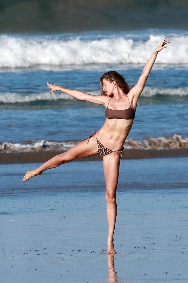 Лето, которое обязательно случится: Жизель Бюндхен на пляже в Коста-Рике (фото 3)