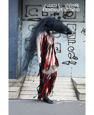 Королева провокации: абсолютно голая Наоми Кэмпбелл в кампании Vivienne Westwood (фото 5.1)