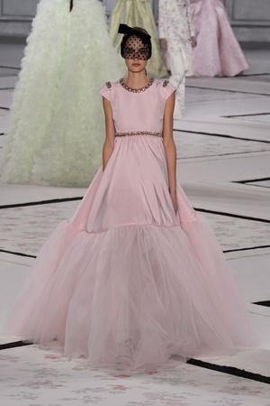 Показ Giambattista Valli коллекции сезона Весна-лето 2015 года Haute couture - www.elle.ru - Подиум - фото 592929