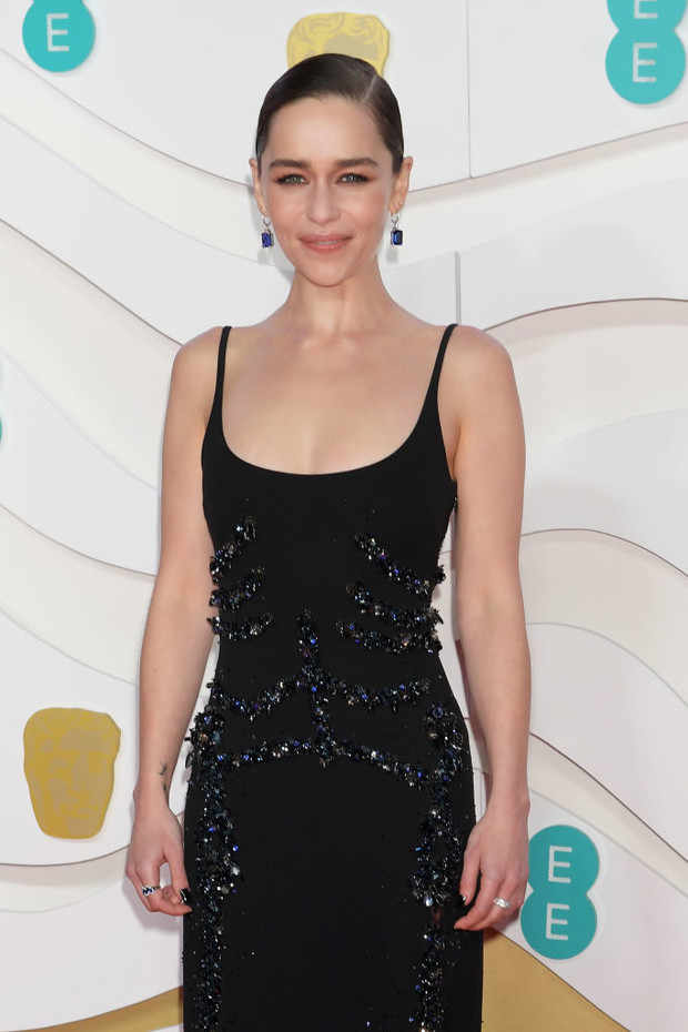 Тонко и со вкусом: Эмилия Кларк в Schiaparelli на премии BAFTA 2020 (фото 2)