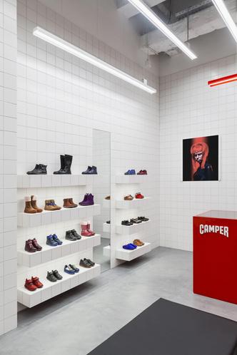 Красное на белом: бутик Camper Together в Москве от студии Asketik (фото 8.1)