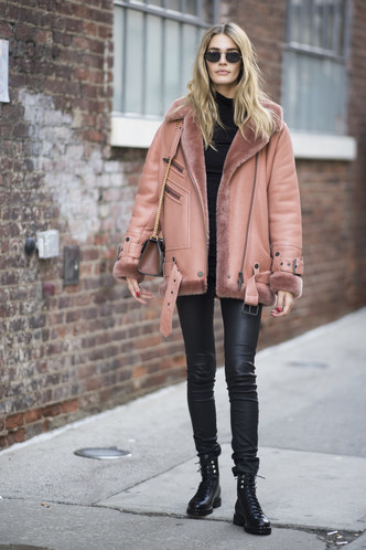 Что носят на Неделе моды в Нью-Йорке: 12 стритстайл-трендов (фото 23.2)