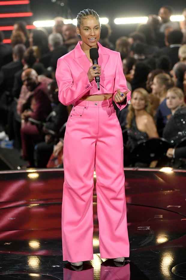 Кто одевал ведущую церемонии «Грэмми – 2020» Алишу Киз (фото 2)