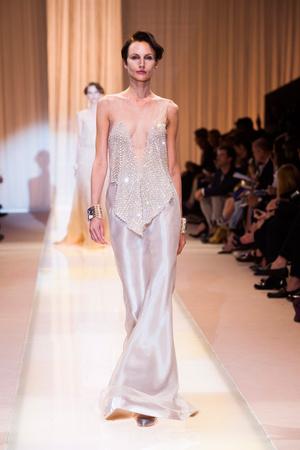 Показ Giorgio Armani Privé коллекции сезона Осень-зима 2013-2014 года haute couture - www.elle.ru - Подиум - фото 556400