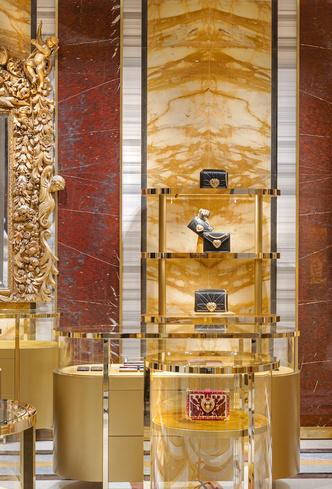 Экстравагантный бутик Dolce&Gabbana в Риме (фото 8.1)