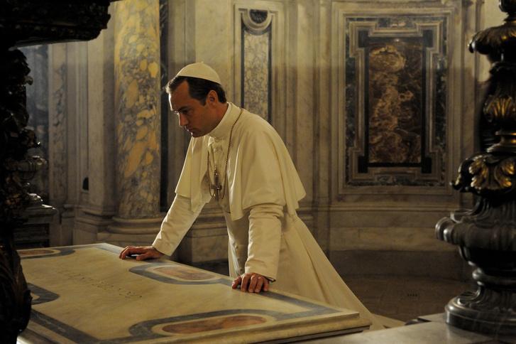 Готовый проект: мужской кабинет 20 м² в духе «Молодого Папы» (фото 0)