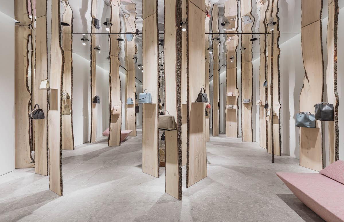 Свои в доску: инсталляция Кенго Кумы в бутике Valextra (галерея 4, фото 0)