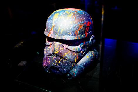 Идут на штурм: в «Цветном» открылась выставка в честь «Звездных войн» | галерея [1] фото [2]