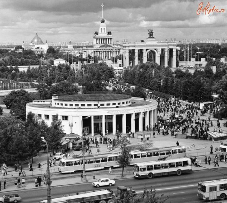 Вестибюль станции метро ВДНХ, 1977 год