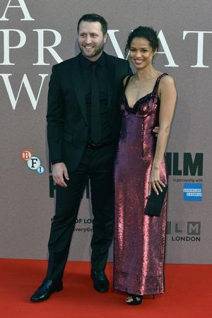 Джейми Дорнан и Розамунд Пайк на премьере в Лондоне (фото 4.2)
