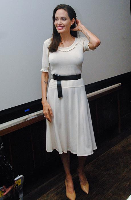 Белая полоса: новый эффектный выход Анджелины Джоли фото [2]