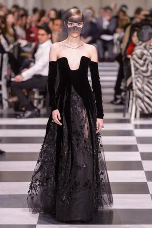 Показ Dior Haute Couture коллекции сезона Весна-лето 2018 года Haute couture - www.elle.ru - Подиум - фото 673291