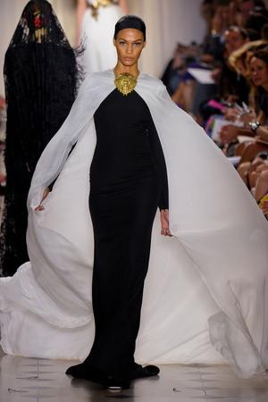 Показ Giambattista Valli коллекции сезона Осень-зима 2011-2012 года Haute couture - www.elle.ru - Подиум - фото 277033