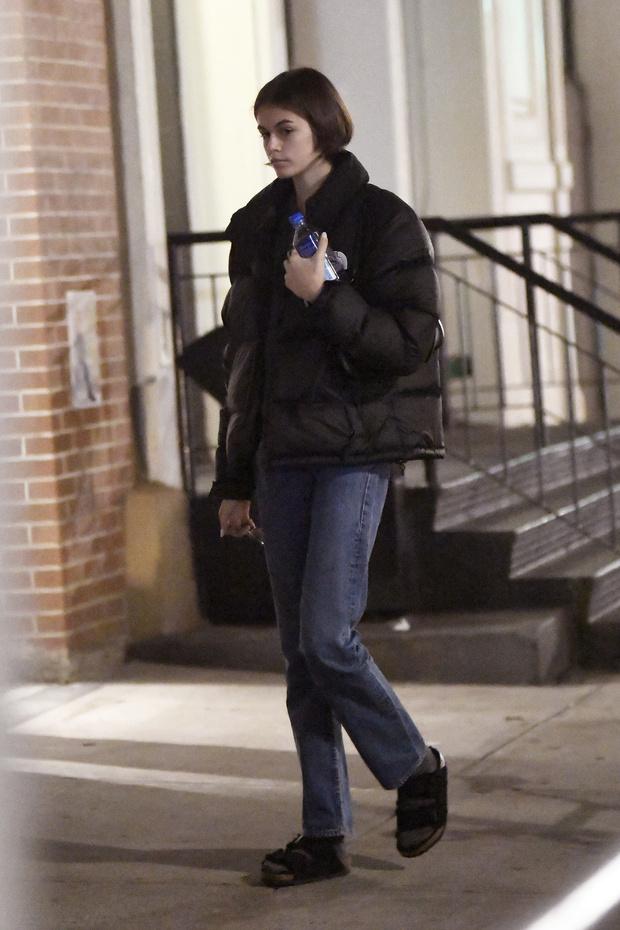 Как носить летнюю обувь зимой? Показывает Кайя Гербер (фото 0)