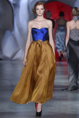 Показ Ulyana Sergeenko коллекции сезона Осень-зима 2014-2015 года Haute couture - www.elle.ru - Подиум - фото 584977