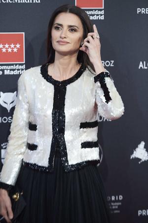 Черно-белая роскошь: Пенелопа Крус в наряде Chanel (фото 1.1)