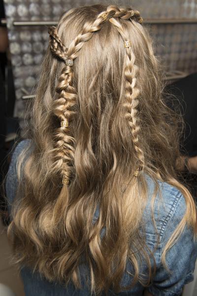 8 бьюти-трендов весна-лето 2018: волосы (галерея 13, фото 2)