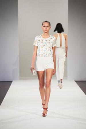 Показы мод Azzaro Весна-лето 2013 | Подиум на ELLE - Подиум - фото 1026