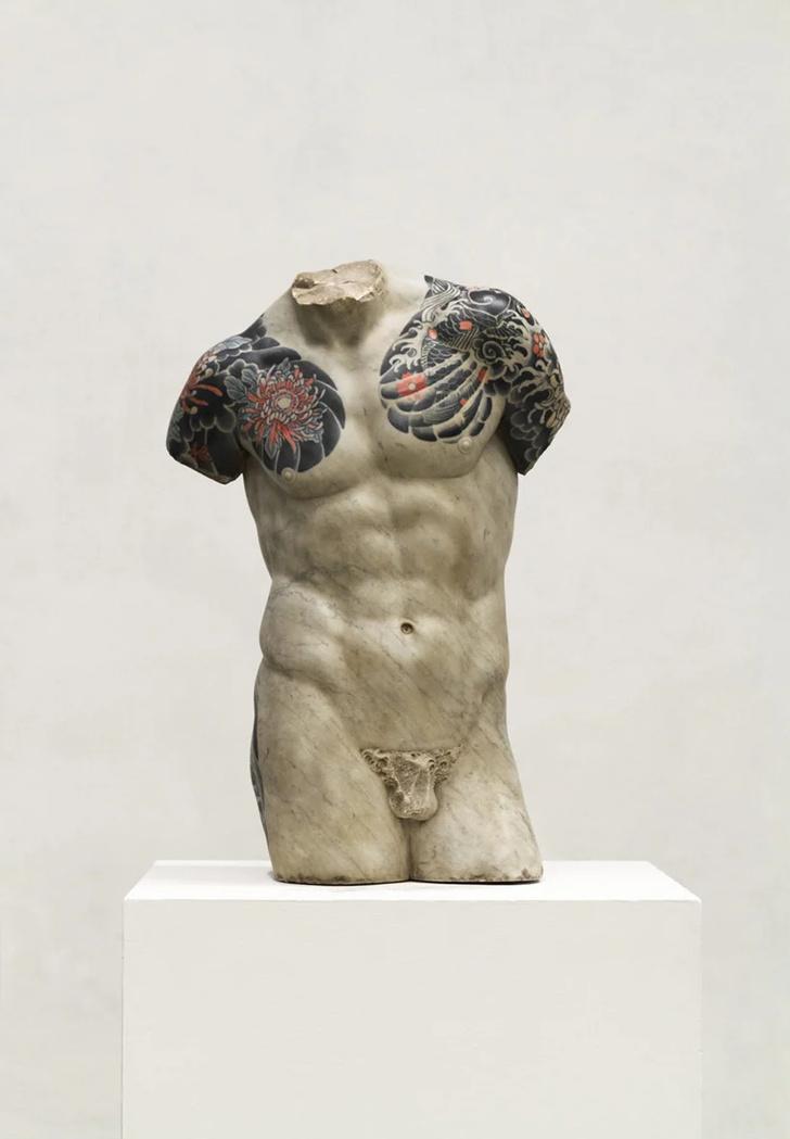 Художник Фабио Виале наносит татуировки на мраморные скульптуры (фото 6)