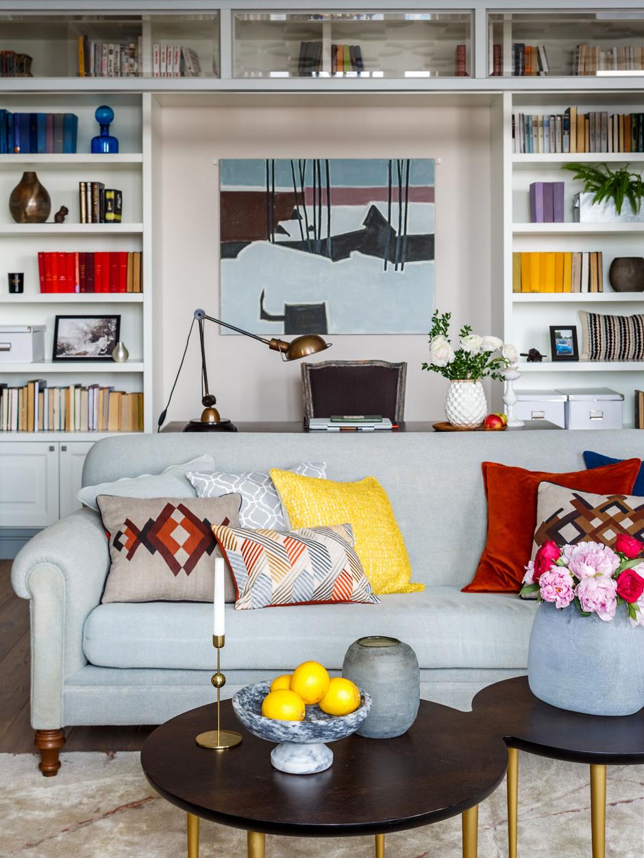 Яркие подушки в интерьере: 20 идей (галерея 0, фото 19)