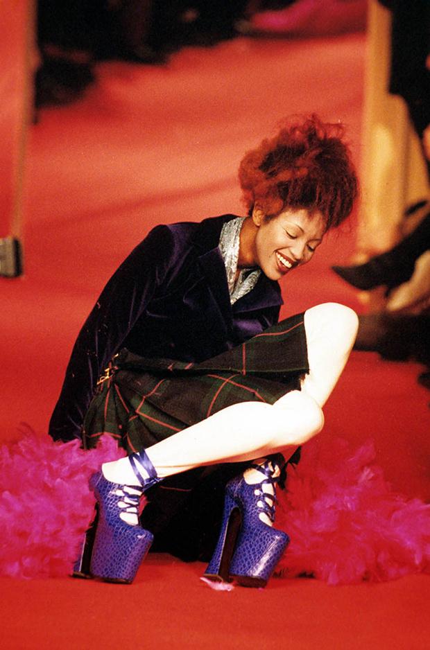 Туфли Наоми Кэмпбелл на показе Vivienne Westwood
