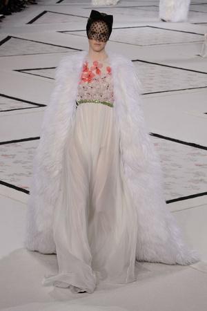Показ Giambattista Valli коллекции сезона Весна-лето 2015 года Haute couture - www.elle.ru - Подиум - фото 592919