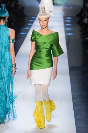 Показ Jean Paul Gaultier коллекции сезона Весна-лето 2018 года Haute couture - www.elle.ru - Подиум - фото 677061
