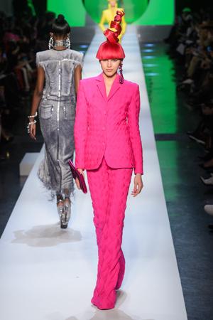 Показ Jean Paul Gaultier коллекции сезона Весна-лето 2018 года Haute couture - www.elle.ru - Подиум - фото 677071