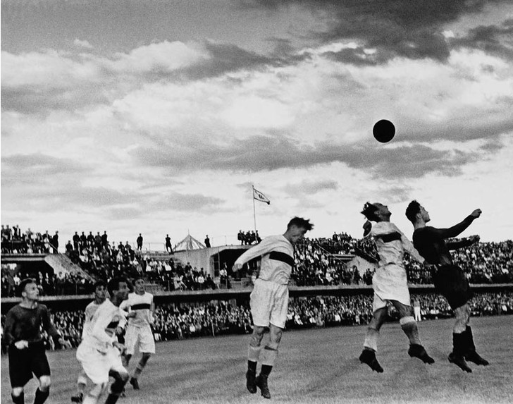 Сходить на исторический матч по футболу на ВДНХ