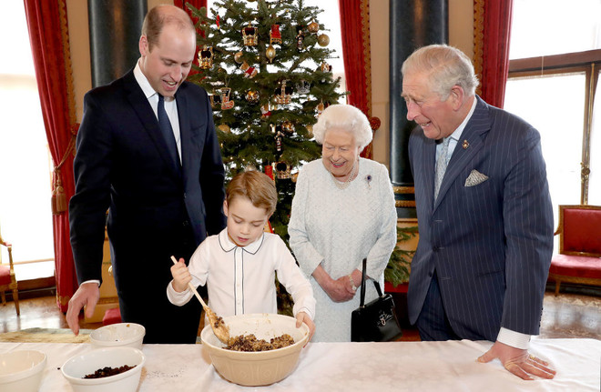 Кто унаследует трон? Особое значение новой королевской фотографии (фото 1)