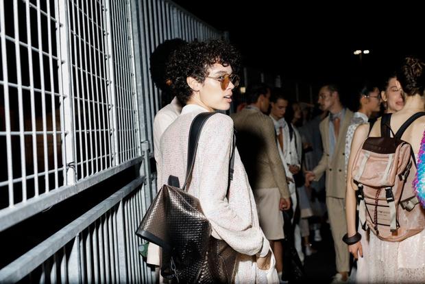 Самые красивые модели на бэкстейдже в Милане (фото 39)