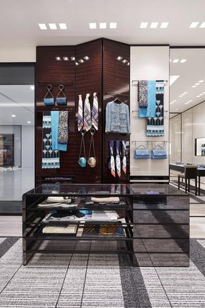 Chanel открыли обновленный бутик в Галереях «Времена года» (фото 2.1)