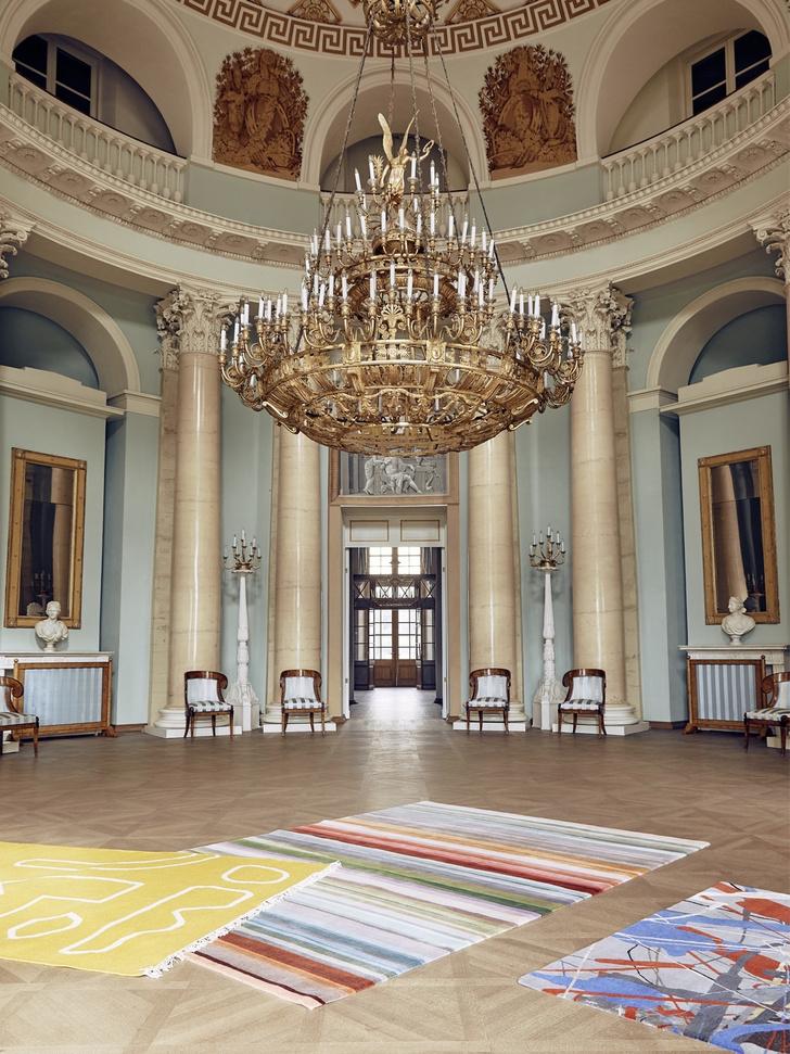 Дизайнерские ковры в классическом интерьере (фото 0)