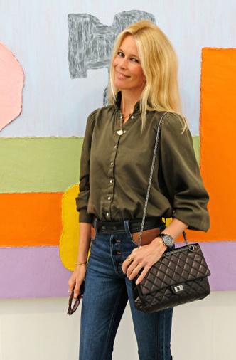 Казаки + свободная рубашка: Клаудия Шиффер на выставке в Лондоне (фото 0.2)