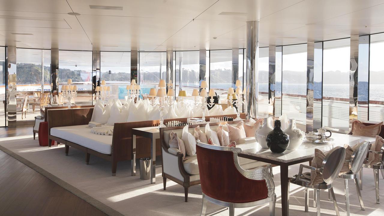 Морская прогулка: парусники и яхты от известных дизайнеров | галерея [3] фото [7]