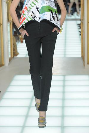 Показы мод Balenciaga Осень-зима 2010-2011 | Подиум на ELLE - Подиум - фото 2733