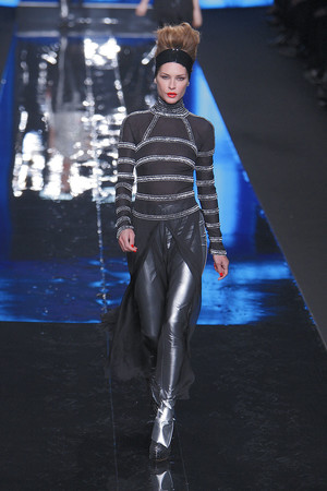 Показ Karl Lagerfeld коллекции сезона Осень-зима 2010-2011 года Prêt-à-porter - www.elle.ru - Подиум - фото 156003