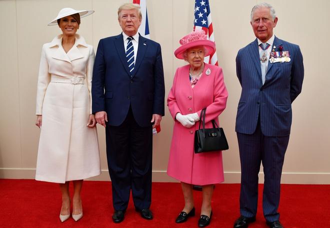 Капелюхи, перли, діаманти і кашемір: Меланія Трамп і Єлизавета II в Портсмуті (фото 1)