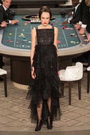 Показ Chanel коллекции сезона Осень-зима 2015-2016 года Haute couture - www.elle.ru - Подиум - фото 597088