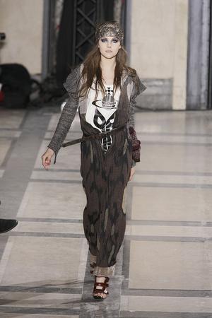 Показ Vivienne Westwood коллекции сезона Осень-зима 2009-2010 года prêt-à-porter - www.elle.ru - Подиум - фото 100114