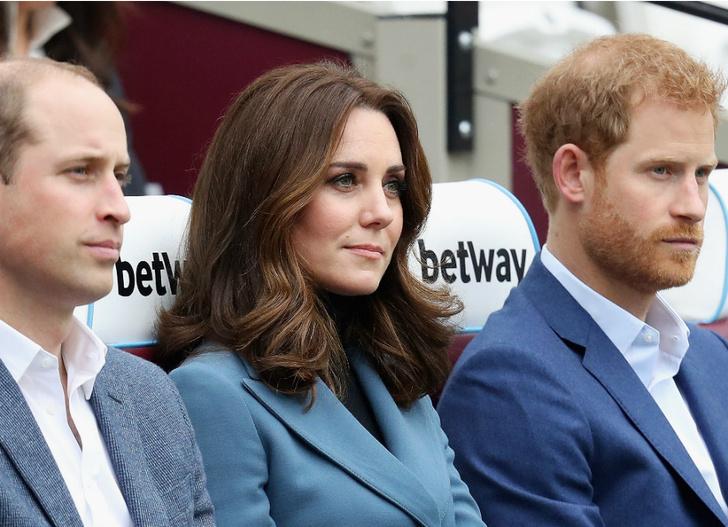Беременная Кейт Миддлтон с принцами Гарри и Уильямом на стадионе в Лондоне