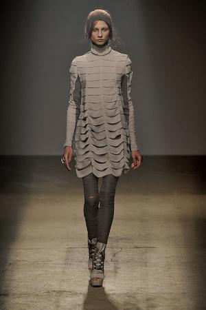 Показы мод Gareth Pugh Весна-лето 2010 | Подиум на ELLE - Подиум - фото 2954