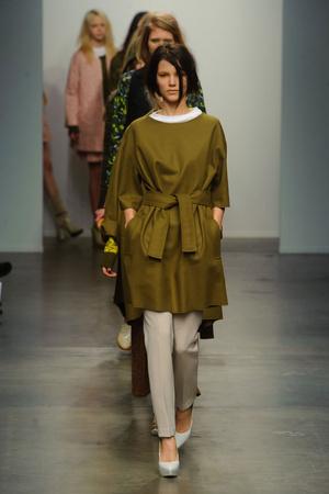 Показы мод Karen Walker Осень-зима 2013-2014 | Подиум на ELLE - Подиум - фото 848